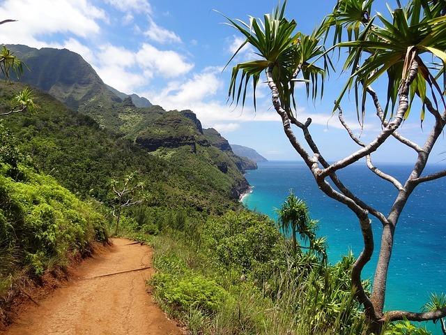 napali-coast-hawaii-think hostel
