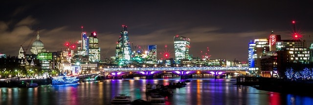 3 days london night embankment