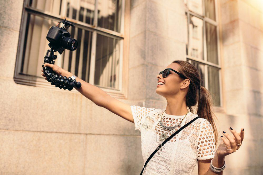 travel vlogger